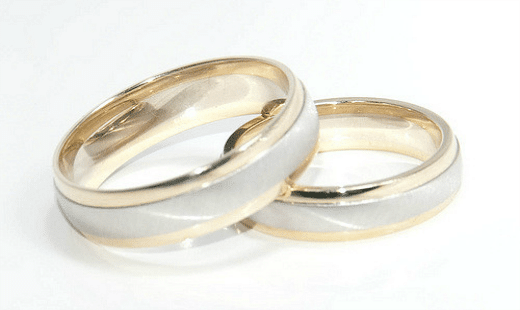 wife doesn't wear her wedding ring